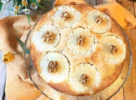 Torta rovesciata all'ananas e noci