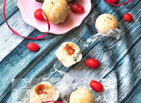 Muffin focaccia con pomodorini e mozzarella