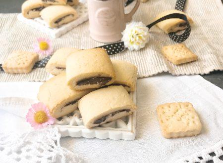 Biscotti tipo nascondini alla crema fondente