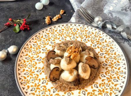Gnocchi di ricotta ripieni di noci con crema di funghi