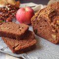 Plumcake mele cioccolato e granella di pistacchi