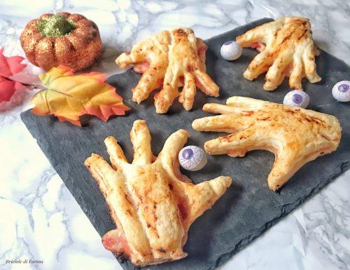 Mani salate di halloween ripiene