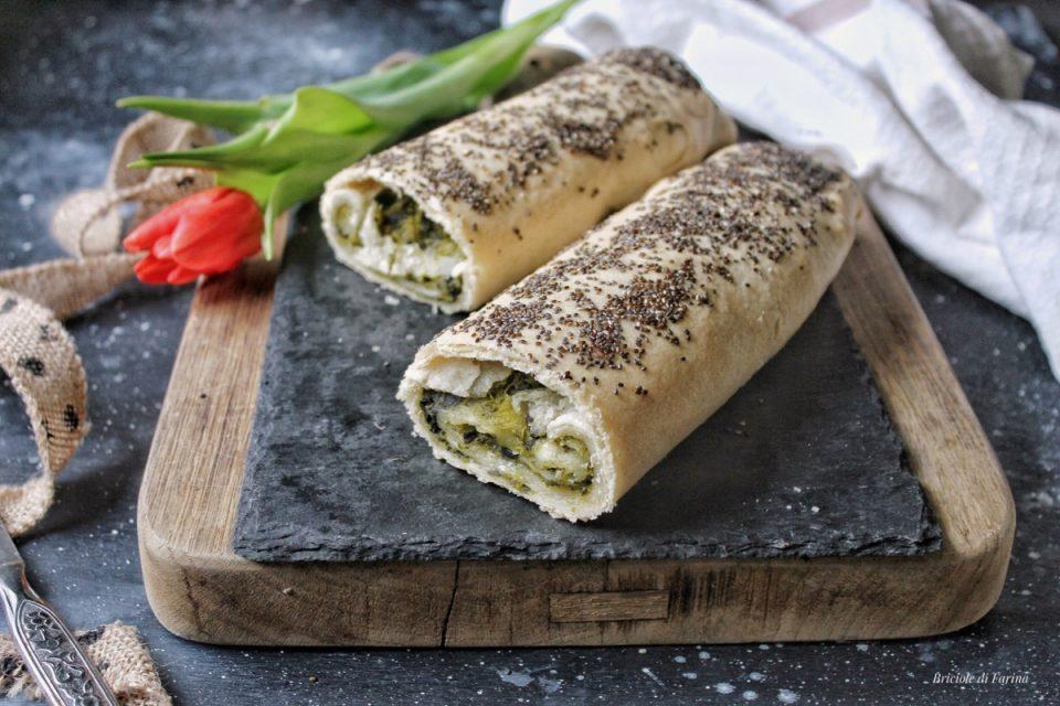 Strudel salato con pasta al vino bianco senza lievitazione ripieno di cime di rapa e formaggi