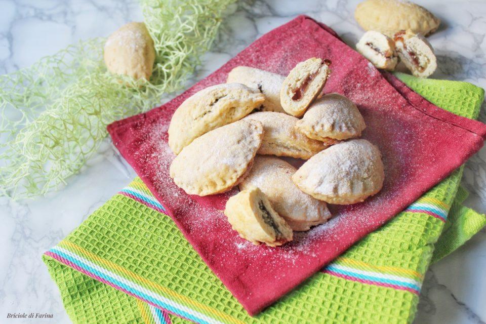 Tortelli di carnevale al forno ritieni di marmellata ai frutti di bosco e crema alle nocciole
