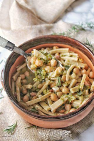 Zuppa di ceci con pancetta verze cime di rapa e tagliolini