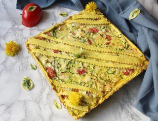 Crostata di pasta matta, con olio e vino ripiena di zucchine pomodoro e formaggi