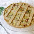 Crostata salata senza burro con farina solina ripiena di indivia riccia porrò pomodorini secchi e formaggi