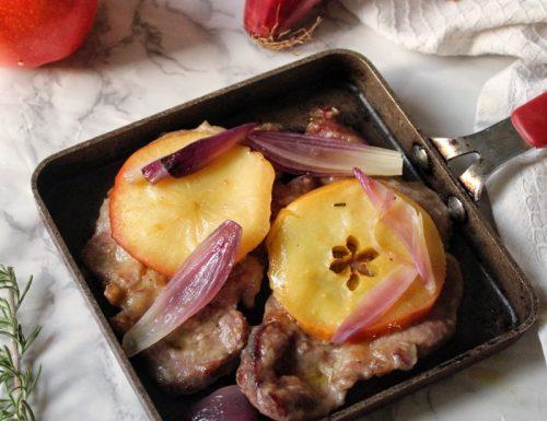 Scaloppine di tacchino con cipolle e mele