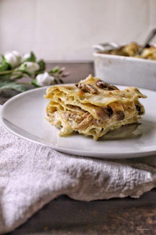Lasagne verza salsiccia e funghi con besciamella e mozzarella