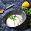 Maionese allo yogurt greco senza uova con curcuma