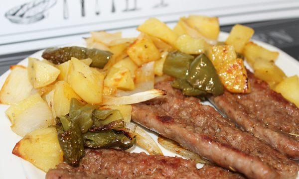 Salsiccia e Patate con peperoni e cipolla