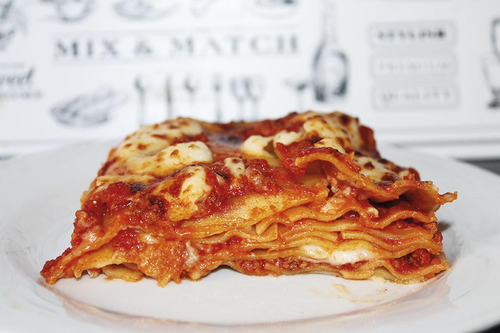Ricetta Lasagne Italiana.Lasagna Un Classico Della Cucina Italiana Briciole Di Pane Fritte