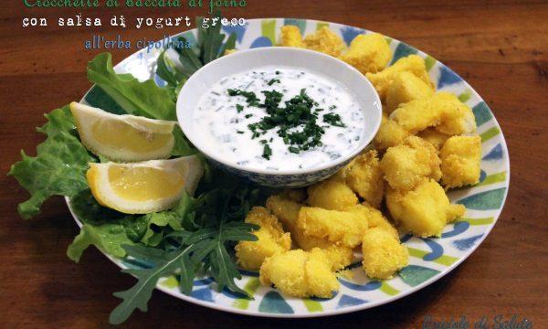 Crocchette di baccalà al forno con salsa di yogurt greco all'erba cipollina