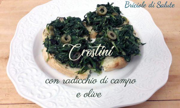 Crostini con radicchio di campo e olive