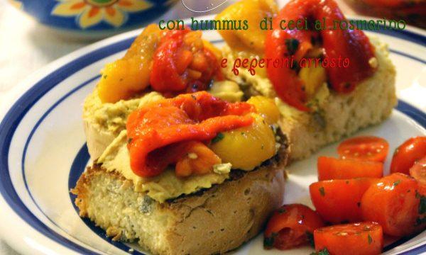 Crostini con hummus di ceci al rosmarino e peperoni arrosto