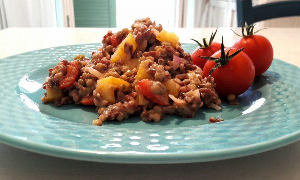 Riso rosso integrale con lenticchie, peperone e pomodorini