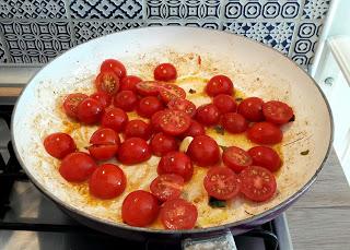 Orecchiette con friggitelli e pomodorini ciliegini