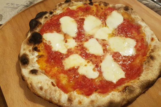 Pizza al piatto  con licoli