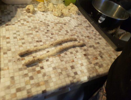Taralli napoletani   nzogn , pepe e mandorle     (senza lievitino)