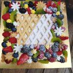 Crostata semplice e bella con frutta fresca