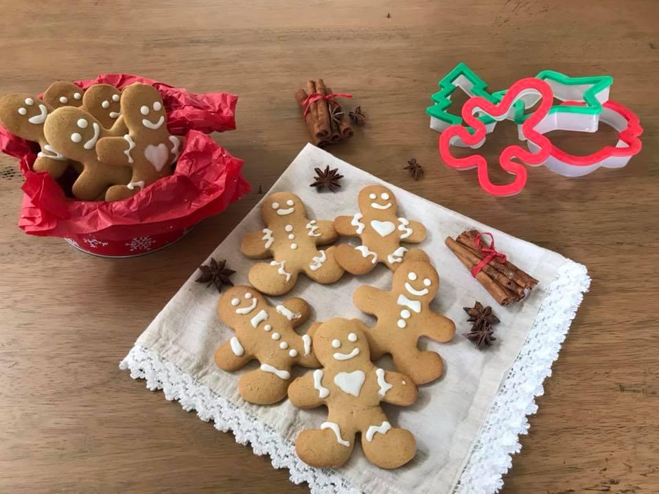 Biscotti Classici Di Natale.Biscotti Di Natale Alla Cannella Con Glassa All Albume