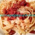 Tagliatelle con acciughe e pomodori secchi