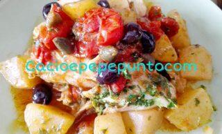 Coroniello di stocco con patate, cucunci e olive di Gaeta.