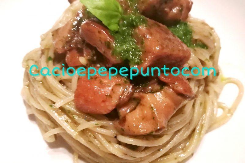 Pasta con porcini e crema di basilico