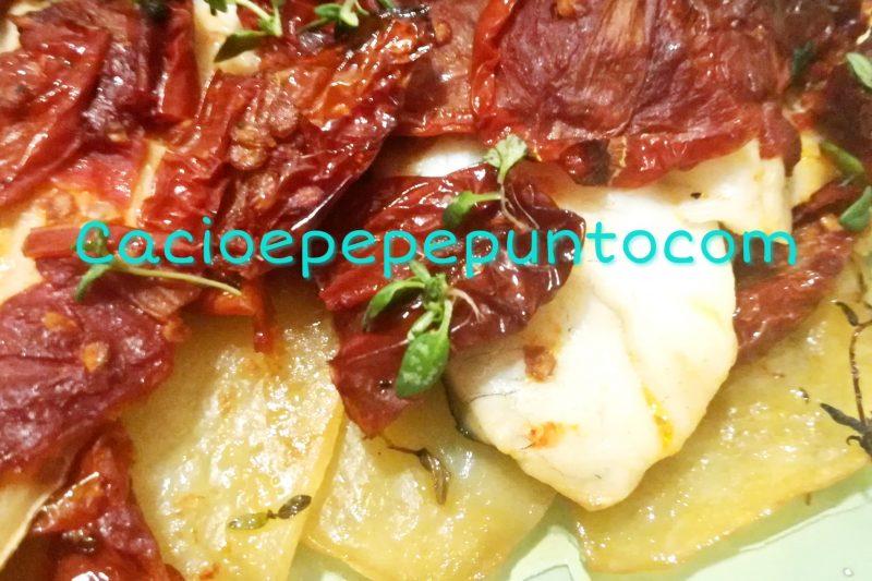 Filetti di orata con pomodori secchi e patate