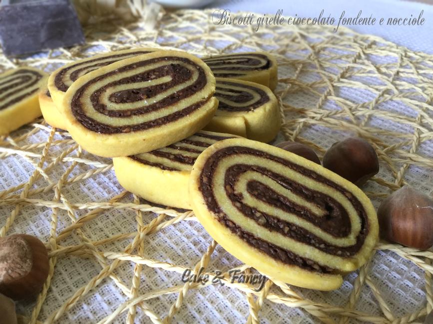 Biscotti girelle cioccolato fondente e nocciole