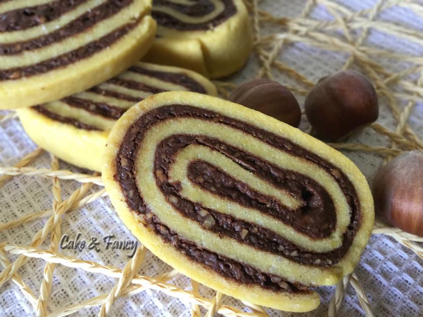 """Biscotti girelle cioccolato fondente e nocciole """"Ricetta facile"""""""