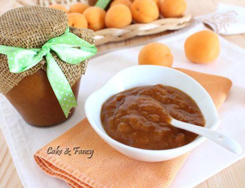 Marmellata di albicocche senza zucchero alla cannella