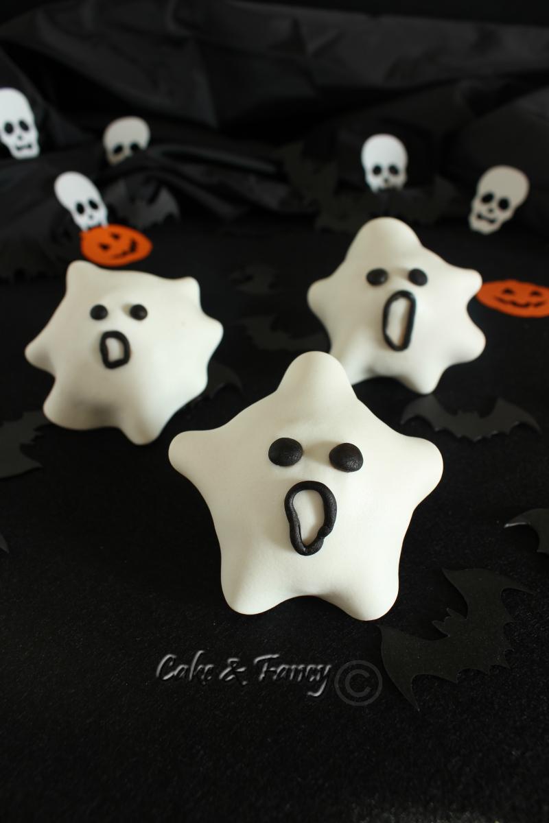 "Muffin Halloween ricoperti in pastadi zucchero ""ricetta facile"""