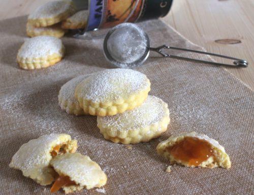 Biscotti di frolla ripieni di marmellata