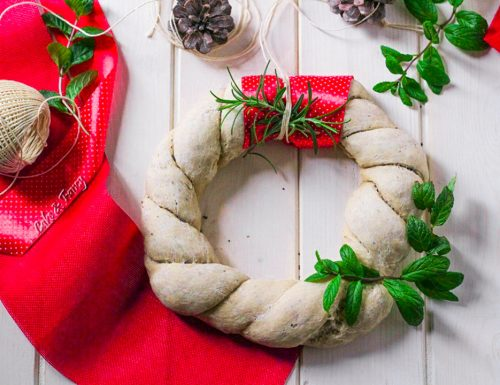 Ghirlanda di pane natalizia con mix di semi