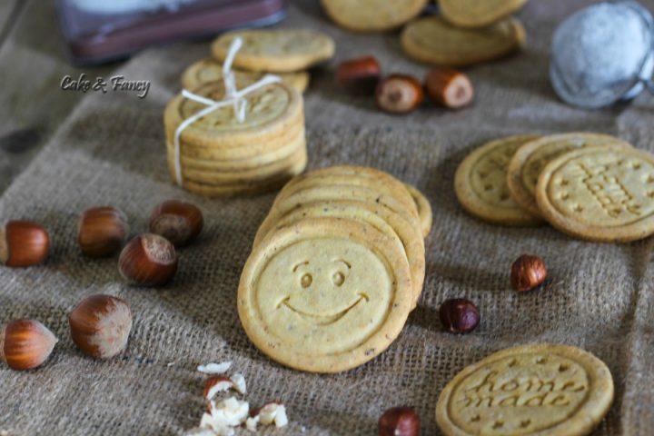 Biscotti con frolla alle nocciole