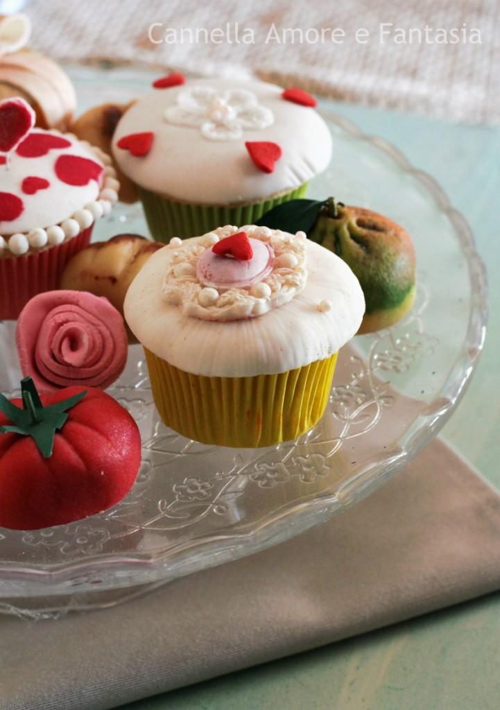 Muffins decorati in pasta di zucchero 2