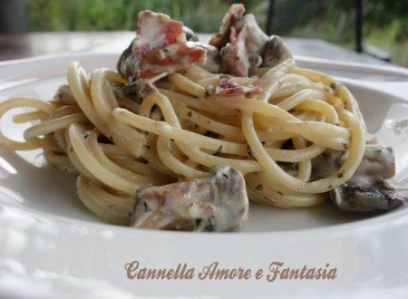 Spaghetti speck, funghi e pesto