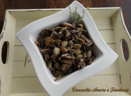 Funghi al profumo di timo e sale nero