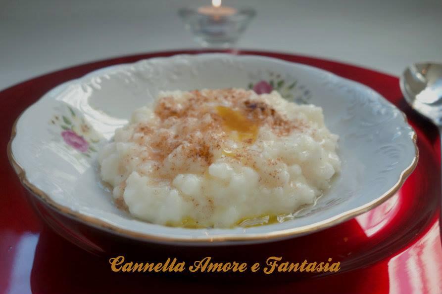 Porridge di riso o risengrøt ricetta Scandinava