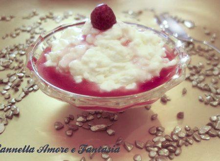 Dessert cremoso al lampone o Riskrem med bringebærsaus