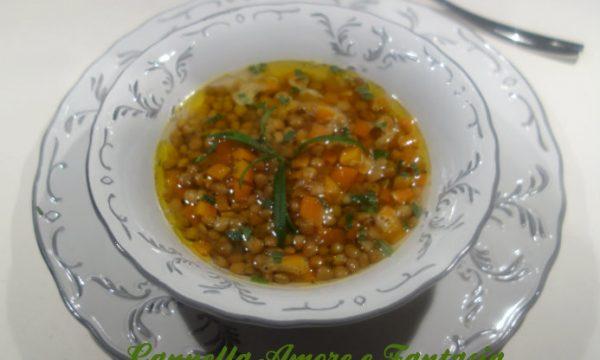 Zuppa di lenticchie rosse al profumo di dragoncello