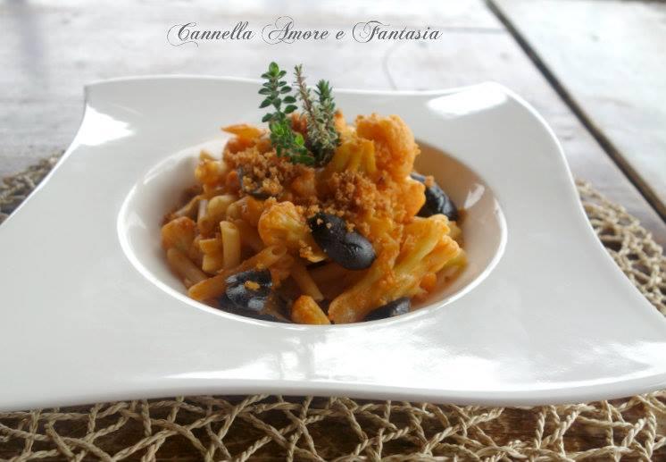 Pasta al cavolfiore olive e briciole