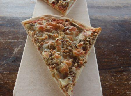 Pizza carciofi e salsiccia