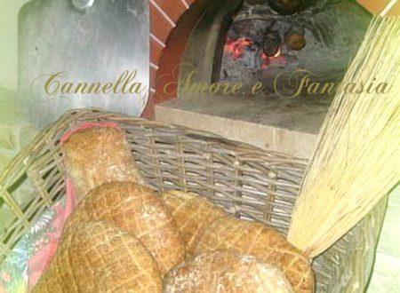 Pane rustico cotto a legna