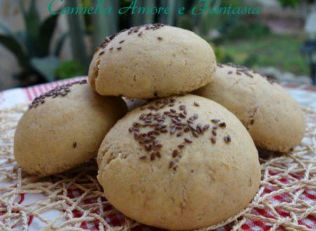 Panini di kamut integrale con semi di lino