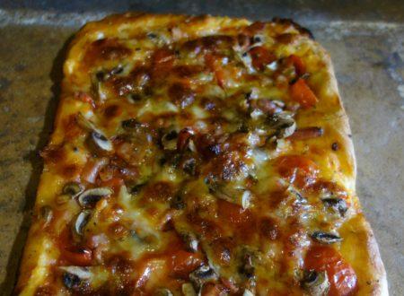 Pizza  Siciliana funghi e pomodorini di pachino