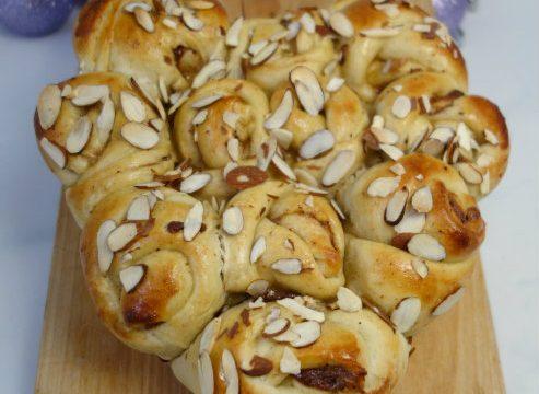 Torta di rose marzapane e cannella ricetta scandinava