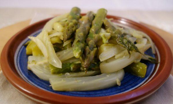 Finocchi ed asparagi in padella
