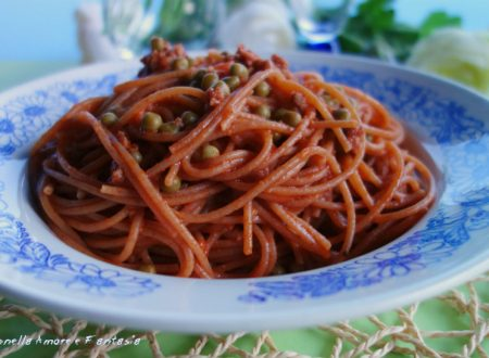 Spaghetti integrali al ragù di carne e piselli